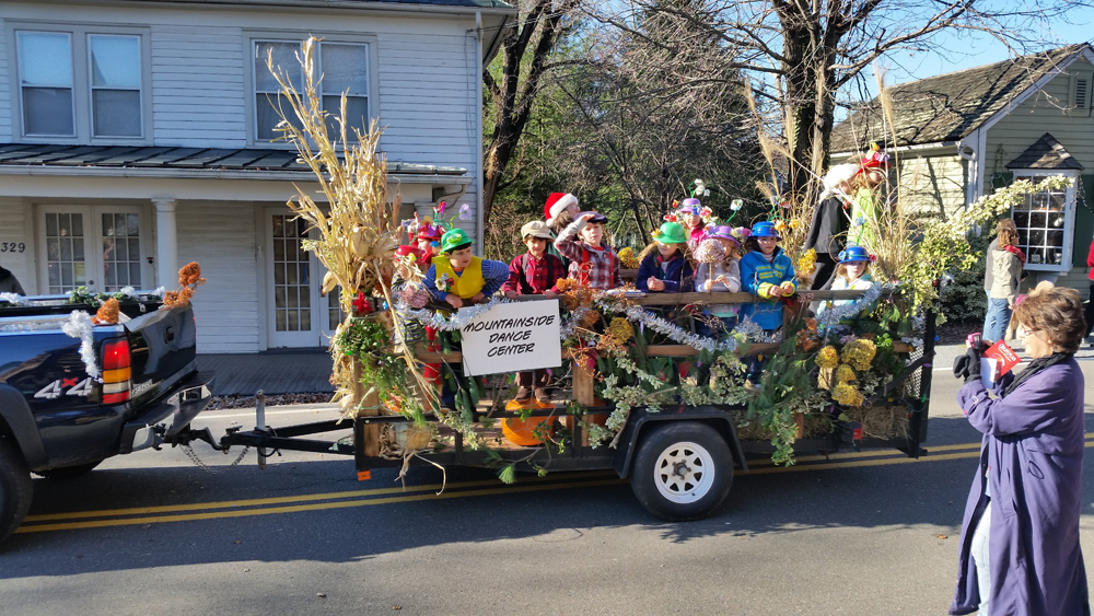 ....same floats with kids in costume....